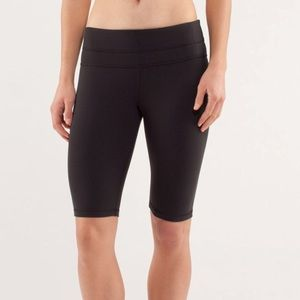 Lululemon Reverse Groove Shorts Tall Length Size 4